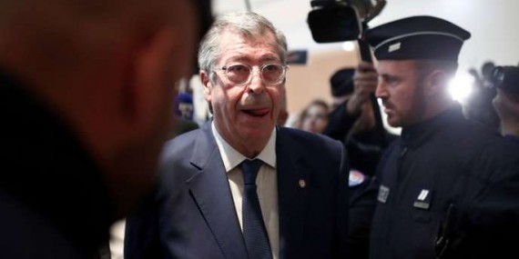 FILE PHOTO: Mayor of Levallois-Perret Patrick Balkany is surrounded by journalists as he arrives for his trial at the Paris courthouse, France, May 13, 2019. REUTERS/Benoit Tessier/File Photo